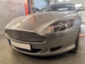 Aston Martin na podnośniku